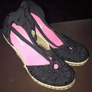 Tommy Girl black eyelet wedges new
